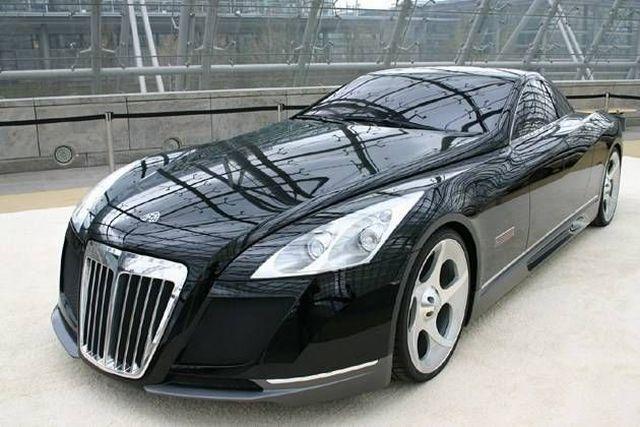 mobil berkelas hitam